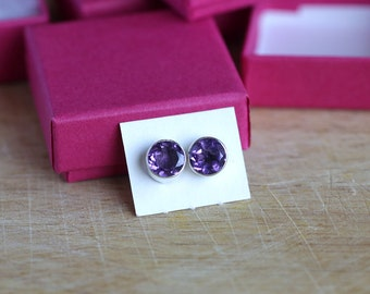 925 Sterling silver stud earrings with 8 mm faceted Amethyst gemstones