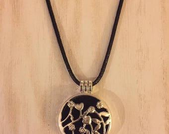 "Essential Oil Pendant Diffuser Necklace/felt pads/20"" leather necklace"