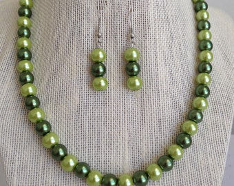 Sage Green Wedding Jewelry, Green Bridesmaid Gift, Green Beaded Jewelry, Sage Green Bridal Jewelry, Green Pearl Necklace