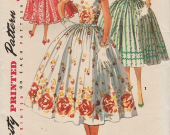 Vintage 1950s Sewing Pattern / Simplicity 1159 / Dress / Size 14 Bust 32 / Unused
