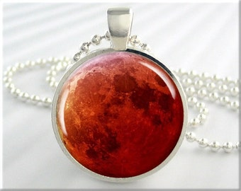 Blood Moon Pendant, Red Moon Pendant, Harvest Moon, Lunar Eclipse Picture Pendant, Resin Picture Jewelry, Moon Pendant, Round Silver 682RS