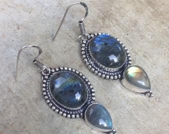 Vintage silver and labradorite earrings. Bohemian earrings. Boho earrings. Labradorite dangle earrings