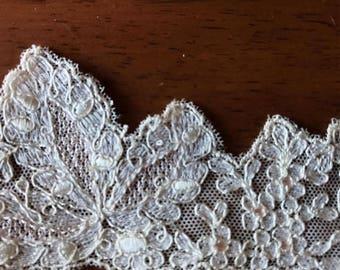 1 yard Cream vintage lace trim 2.5 inch wide