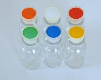 Vintage Spice Set, NOS Spice Bottles, Spice Jar Labels, Plastic Stoppers, 1970s Kitchen