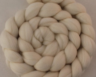 Blue Faced Leicester (BFL) Wool Roving in Ecru / Combed Top / Wool  - 4 oz.