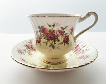 Paragon Bone China Teacup and Saucer - Royal Warrant - Pink Rosbuds on a Scalloped Cup
