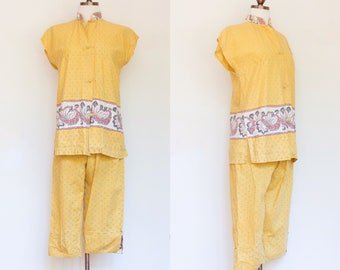 vintage 1950s yellow floral tunic and cropped pants resort set | 50s two piece The Liberty House Waikiki top and  pedal pushers | XS