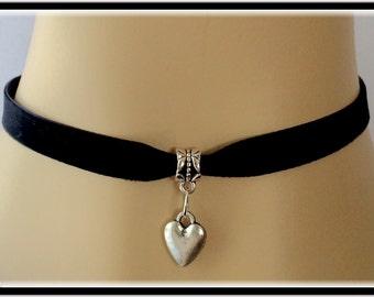 Women's necklace choker, velvet charm choker, silver heart choker, velvet boho chic choker, black choker necklace, trendy Necklace choker