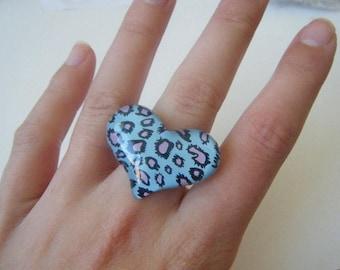 Blue leopard heart ring