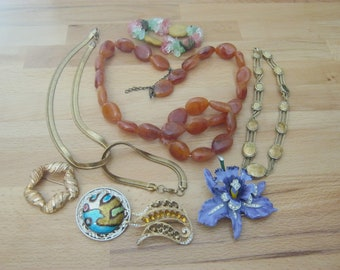 Vintage mixed jewelry lot, 10 pieces, necklaces, bracelets & brooches, mixed metals