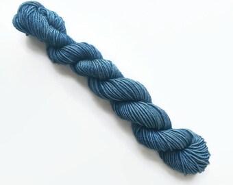 SLATE hand dyed yarn mini skein. sock fingering yarn, merino wool superwash knitting embroidery. sock mini 4 ply sparkle. bluish grey yarn