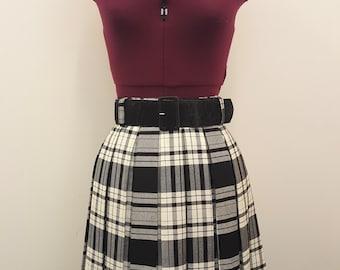 Retro/Vintage Pleated Mini Skirt with belt.  Black/white tartan/check, nineties, clueless style.  90s.  Size 14.
