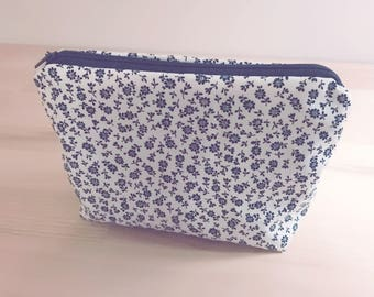 Cosmetic pouch in white with blue flowers