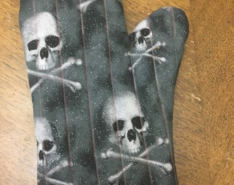 Skull oven mitt with red stich and glitter