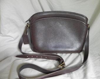1980's or 1990's Vintage Coach Leather Medium Purse Shoulder Bag Brown