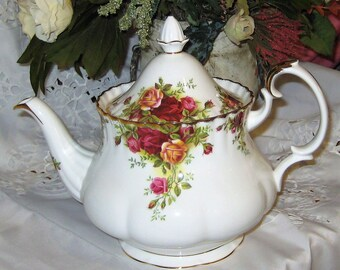 Royal Albert - Old Country Roses - Large Teapot