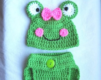 Girls frog hat and diaper cover