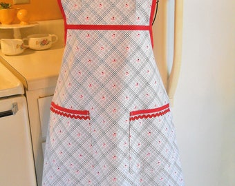 Old Fashioned Full Apron in 1930's Reproduction Fabric