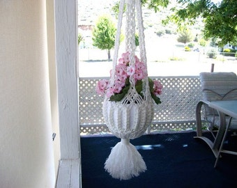 Plant hanger. Macrame plant hanger, white plant hanger