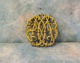 Ornate Vintage Mid Century Colonial Williamsburg Virginia Metalcrafters Company Golden Brass Trivet
