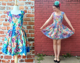 Vintage 50's Style Circle Skirt Dress With Pockets Floral Sweetheart Neckline Medium
