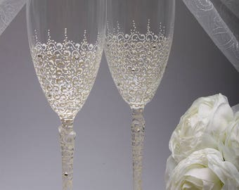 Wedding glasses Glasses Ivory Wedding champagne glasses Set Wedding glasses Charming WeddingGlass Personalized Set Mr and Mrs Toasting
