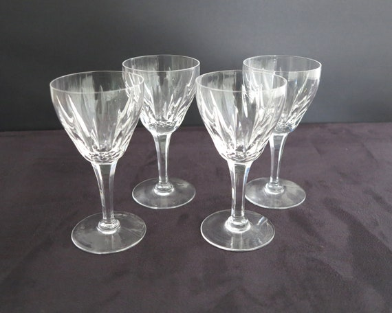 4 vintage Stuart crystal wine glasses with deep vertical cutting, signed Stuart, made in England, 140mls