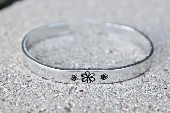 Daisy Bracelet Cuff, Daisy Cuff Bangle, Daisy Cuff, Daisy Flower Jewelry, Daisy Bracelets, Daisy Cuff Bangles Daisy Inspiration Daisies Cuff