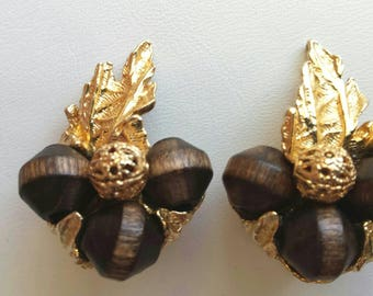 Vintage signed ART wood and filigree bead with  gold tone leaves clip on earrings
