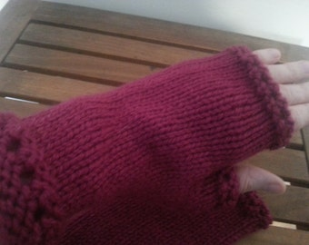 Eyelet fingerless mitts