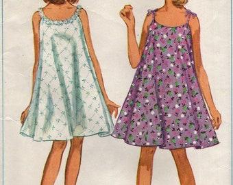 Chemise de nuit simplicité 7141 JIFFY ressemble à robe © 1967 taille petit 10-12