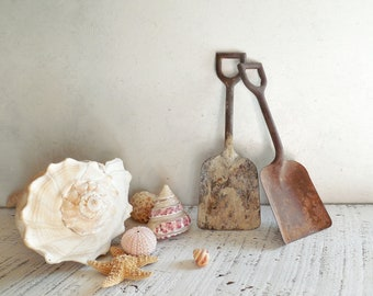 Vintage Metal Beach Shovels, Coastal Beach Cottage Style - Fresh Summer Entry & Door Decor / 0743