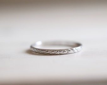 Antique ring. 18kt white gold ring with flowers pattern. White Gold Wedding Band, 18kt White Gold, 2mm, Engagement ring. Made to Order.