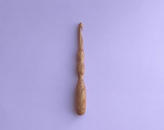 Beautifully Grained Wooden Crochet Hook - Size L, 8mm - Hand Turned - Ergonomic Design - Lightweight and Comfortable - Whit Oak