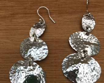 Silver hammered ovals earrings