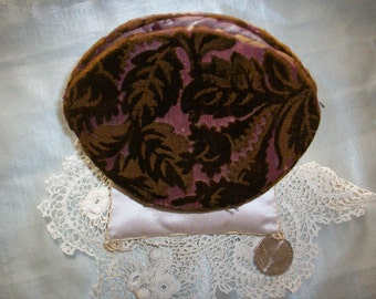 Silk sewing holder in velvet ,Sewing collectable