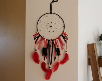Dream catcher big model or dreamcatcher in black and red.