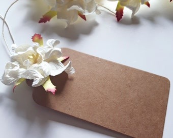 Paper Flower Gift Tag: White Gardenia Kraft Parcel Tag. Eco-Friendly Gift Wrapping.
