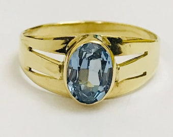 Stunning vintage 8ct gold Aquamarine solitaire ring - fully hallmarked