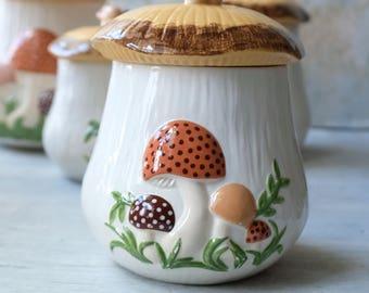 Medium Coffee Canister Mushroom 1970s, Hand Made Ceramic Mushroom Jar, Retro Kitchen Decor, Kitschy Kitchen Decor, 1970s Kitchen Arnel