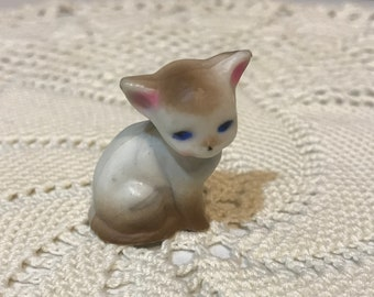 Vintage tiny miniature kitty figurine. Fairy garden. Diorama.