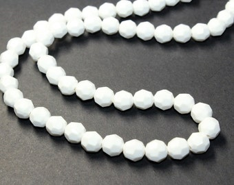 White Faceted Plastic Beads Single Strand Vintage Necklace (c1960s)