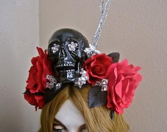 Tag der Toten Headpiece Schädel Stirnband rote Rosen für einen Toten Dame: schwarz silber Glitter Zweige großen Straßsteinen Ode überlässt Frida Kahlo