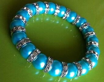 Bracelet perles turquoise avec intercalaires argent et strass
