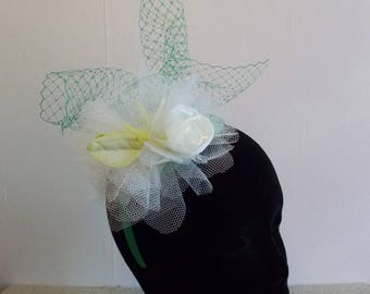 Bibi fascinator headdress green/ecru wedding ceremony