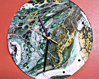 Acrylic pour clock - Upcycled vinyl record