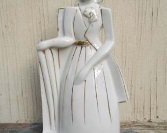 Lovely Art Deco Ceramic Figurine!