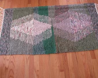 "Handwoven large rag rug ""Wild Roses"""