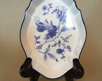 A gorgeous, English, vintage, Wedgwood, blue and white soap or ring dish