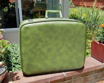 Vintage Avocado Green Suitcase Green Luggage Hard Shell Luggage 1970's Suitcase Stage 1970's Luggage Prop Hard Shell Suitcase Photo Prop